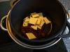 Lav dine egne chokoladeskåle til desserten - Start med at smelte chokoladen over et vandbad