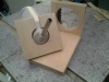 Hullerne er boret i top og bundstykke så drikkedunken til kaninen kan blive hængene på væggen