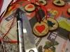 Hjemmelavet julekort, med en lille gave - Skiverne tegnes op med en tynd sort tusch