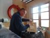 DIY - Vi bygger en skal i træ, til slut smøres det hele i vineddike og stålulds blandingen :-)