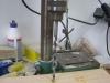 Jeg borer huller til stålet
