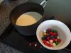 hjemmelavet-tyggegummi-is-maelk-og-floede-koges-op
