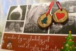 Hjemmelavet julekort, med indlagt julepynt