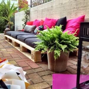 Sommermøbler bygget af genbrugs paller