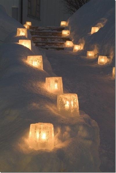 Lys hele indgangspartiet op til huset op med lys i is!