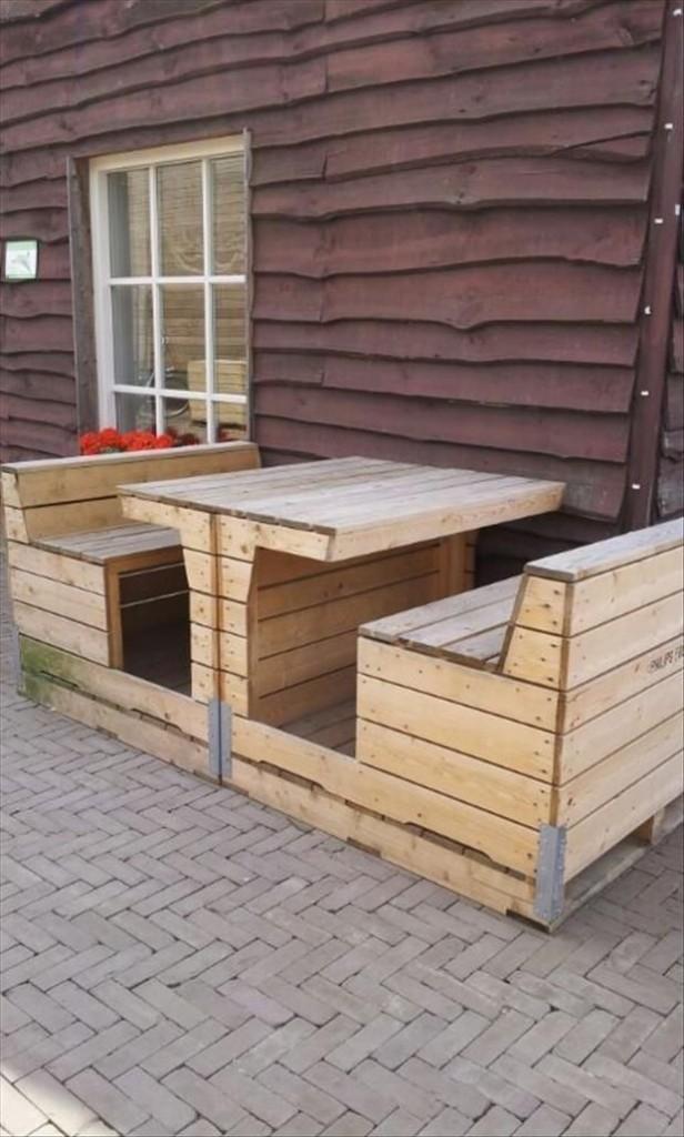 Lækkert bord og bænksæt bygget af paller