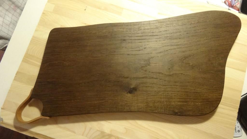 Hjemmelavet moseeg - et skærebræt - et pølsebræt og et spisefad til vores hyggestunder på Bornholms Middelaldercenter