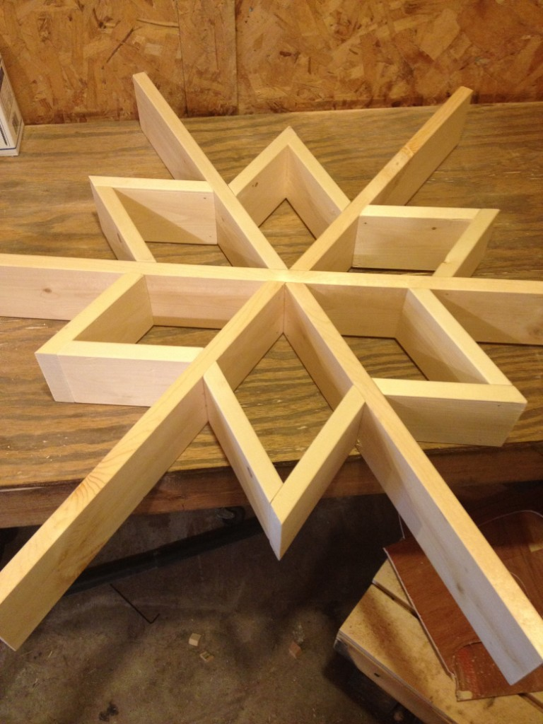 https://chasingadreamblog.wordpress.com/2015/11/30/let-it-snow-my-diy-wooden-snowflake-shelf/