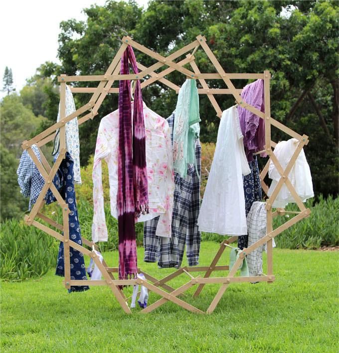Byg selv det lækre tørrestativ i træ - http://www.apieceofrainbow.com/star-clothes-drying-rack/